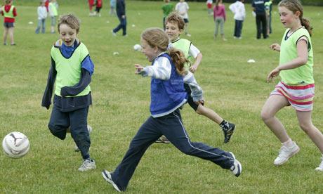 femijet-duke-luajtur