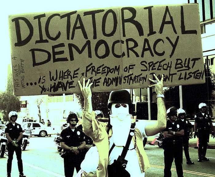 diktatura demokratike