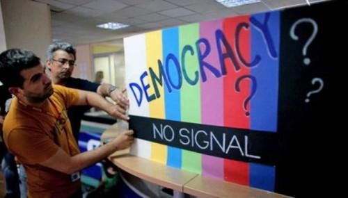 democracy-no-signal-500x285