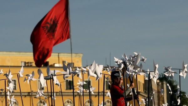modeli i tregut shqiptar
