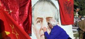 Paradoksi i dekonstruktimit të Enver Hoxhës
